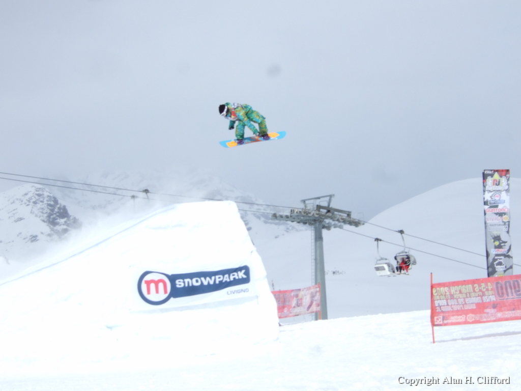 Snowboard competition at the Mottolino